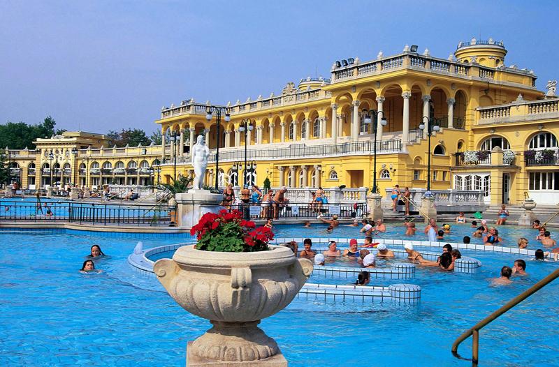 talb about travel terme di Budapest Bagni Széchenyi piscina esterna