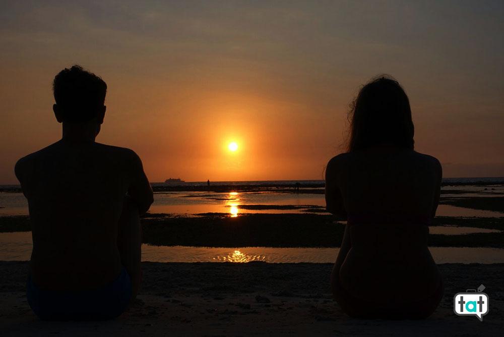 talk about travel gili trawagan spiaggia mare tramonto sagome