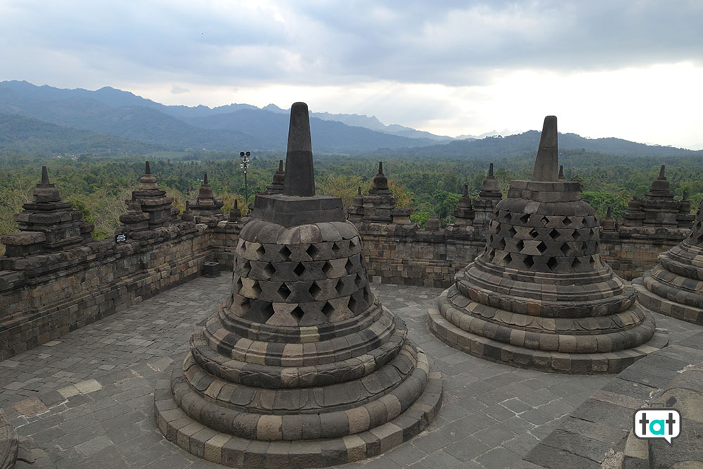 talk about travel indonesia java tempio borobudur