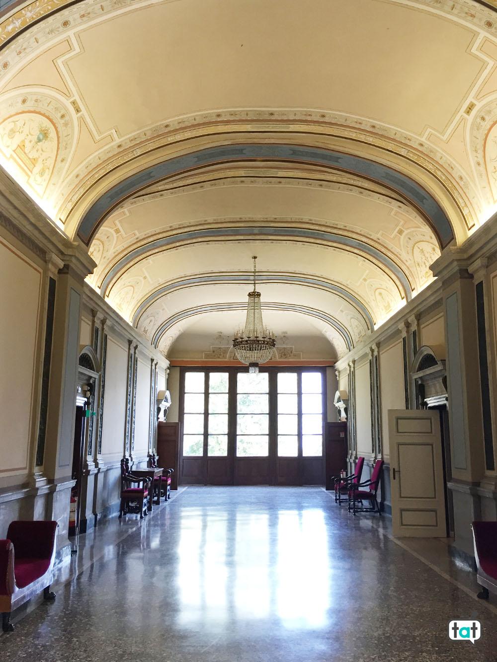 villa carlotta interno corridoio