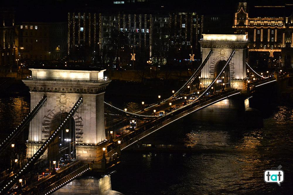 budapest ponte delle catene notte