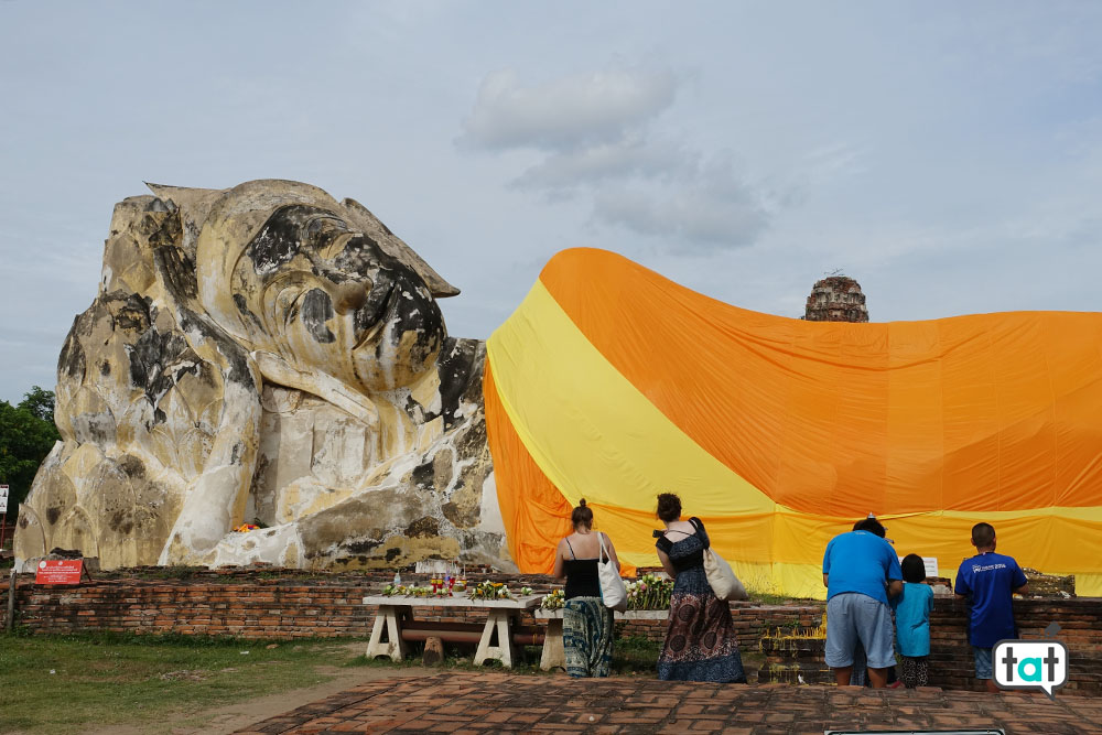 thailandia buddha sdraiato