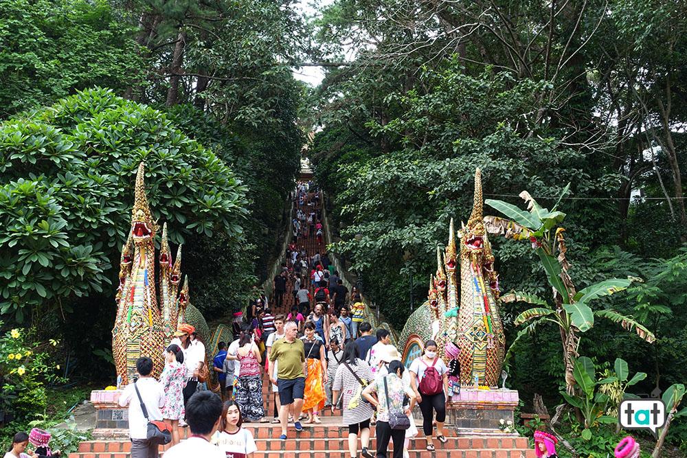 thailandia wat phra that doi suthep scalinata