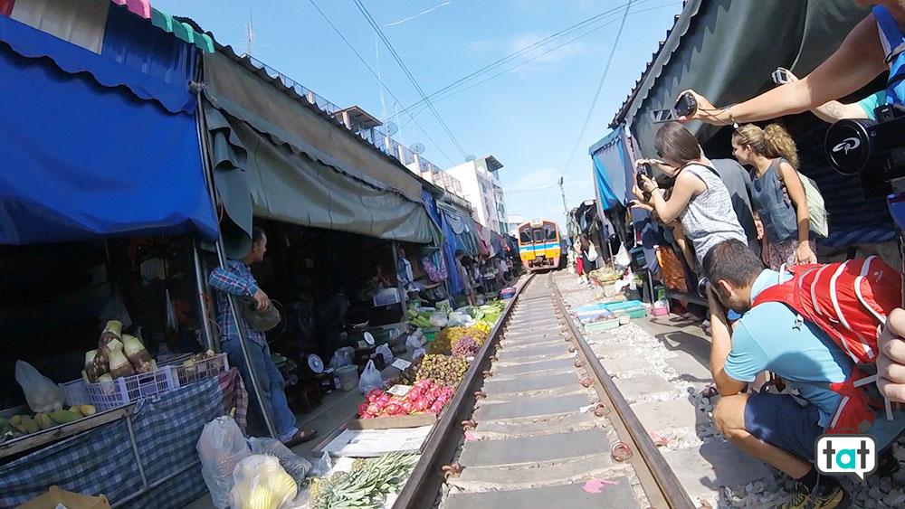 bangkok-maeklong-railway-market