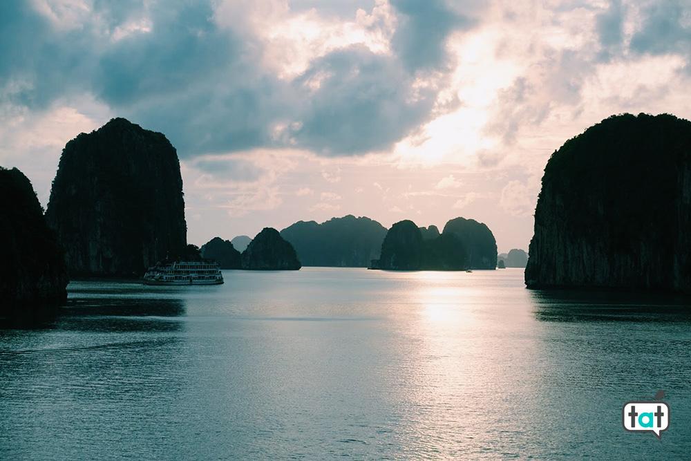 Halong Bay al tramonto
